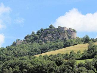 Festung Hohentwiel, Baden-Württemberg; wuchtige Höhenfestung mit Alpenpanorama