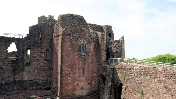 Goodrich-Castle_0677_Bruecke