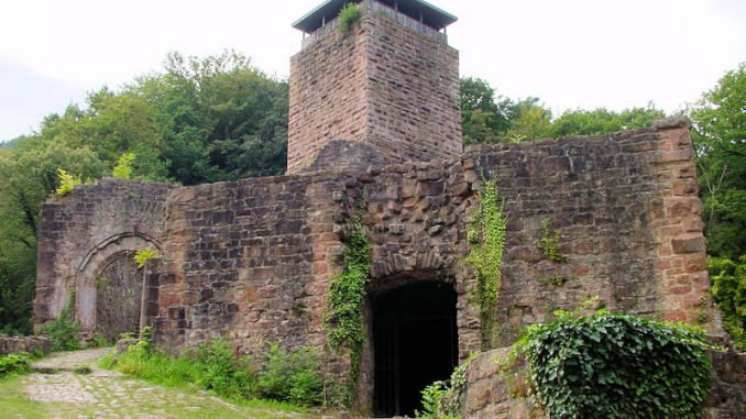 Hinterburg-Neckarsteinach_0077_Bergfried