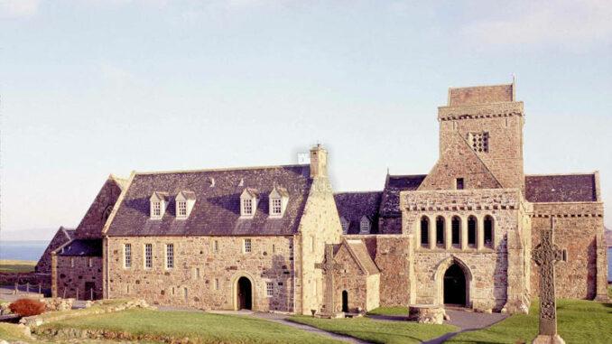 Iona-Abbey_001_historic-scotland