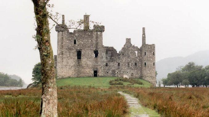 Kilchurn-Castle_frontal