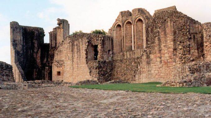 Kildrummy-Castle_002