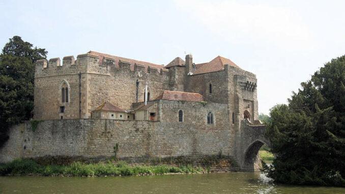 Leeds-Castle_0250_Torhaus-1