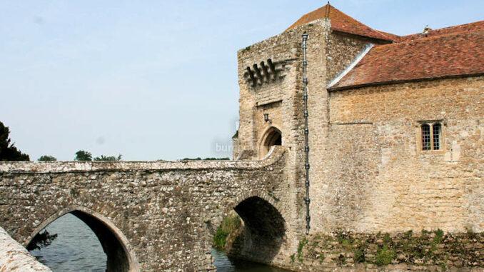 Leeds-Castle_0295_Torhaus-2