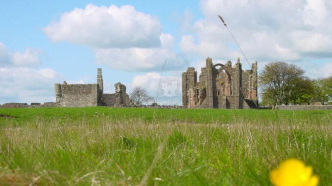 Lindisfarne_0031_Abbey-3