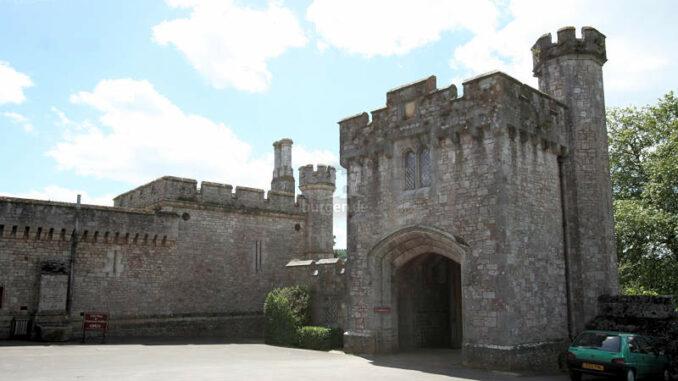 Powderham-Castle_1230_Torhaus