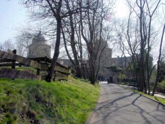 Sababurg, Hessen - Zufahrt und Eingang