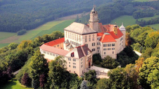 Schloss-Baldern_Luftaufnahme_C-Fuerst-Wallerstein-Schloss-Baldern