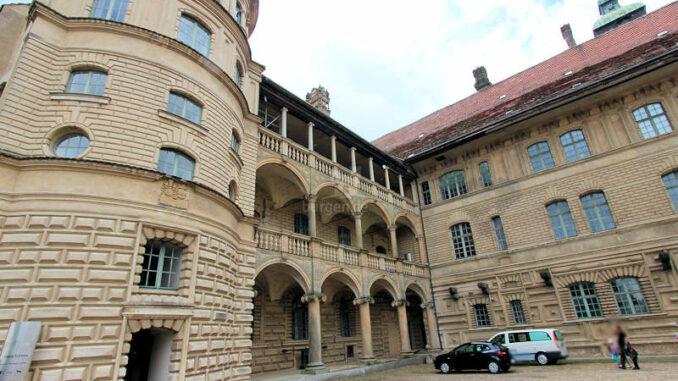 Schloss-Guestrow_9169_Innenhof-2