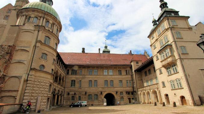 Schloss-Guestrow_9175_Innenhof