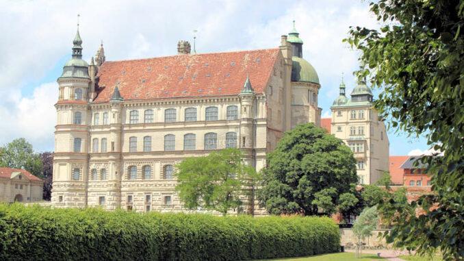 Schloss-Guestrow_9262_Wassergraben