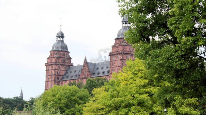 Schloss-Johannisburg_4761_vom-Park