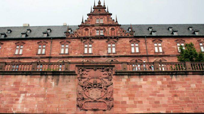 Schloss-Johannisburg_4765_Wappen