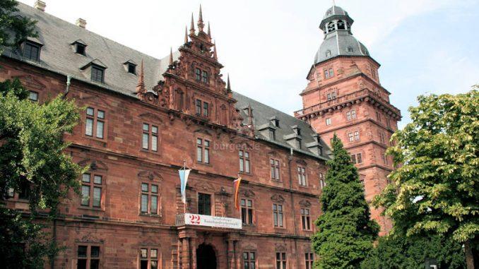 Schloss-Johannisburg_4769_Torhaus