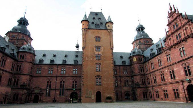 Schloss-Johannisburg_4773_Innenhof