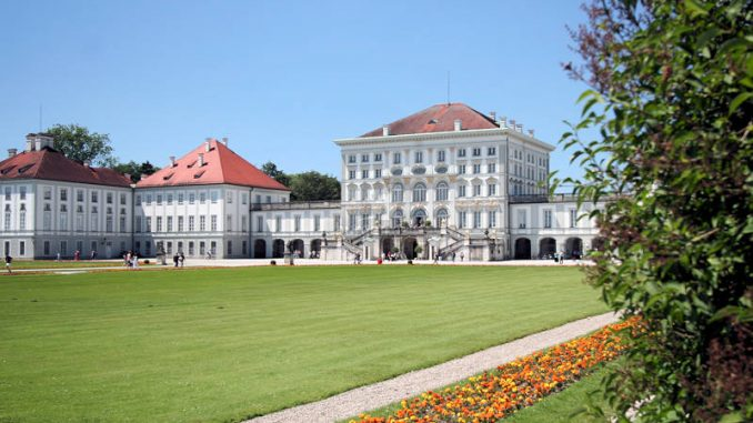 Schloss-Nymphenburg_0082_Vordereingang