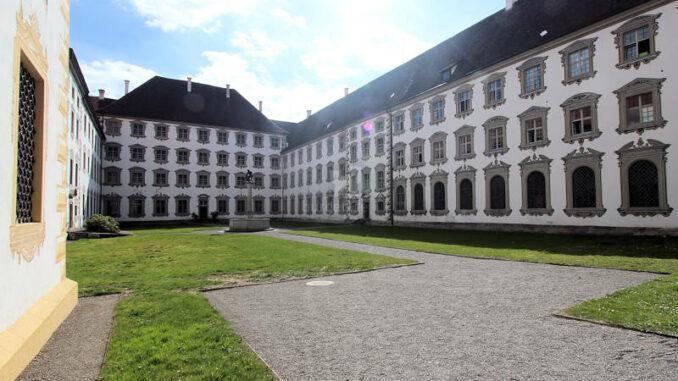 Schloss-Salem_7821_Innenhof