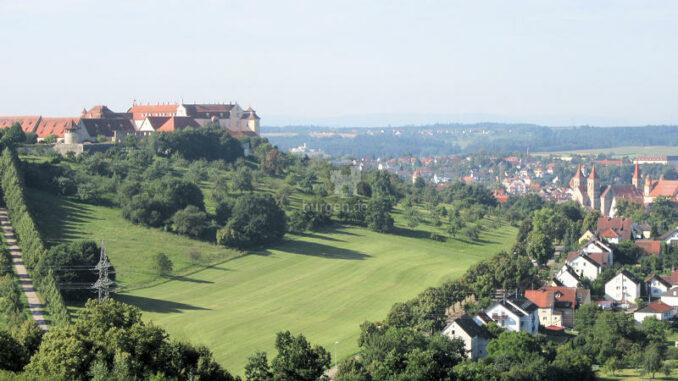 Schloss-ob-Ellwangen_Panorama_c-Simon-Scharfenberger-WikiCommons