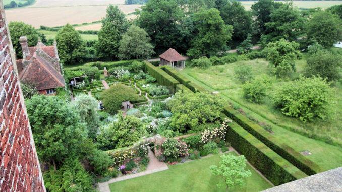 Sissinghurst-Castle_0310_Garten-von-oben-1