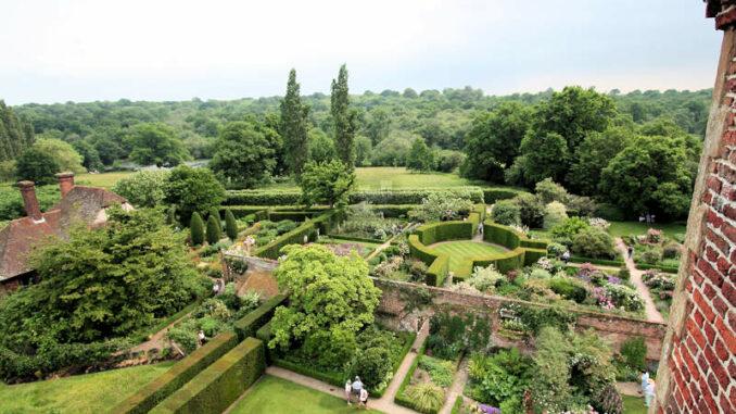 Sissinghurst-Castle_0314_Garten-von-oben-3