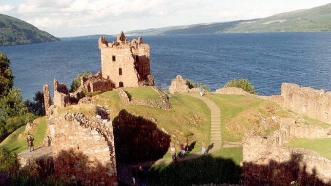 Urquhart-Castle_001