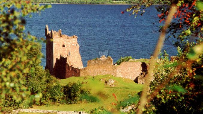 Urquhart-Castle_002