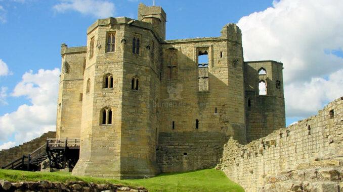Warkworth-Castle_0096_frontal-2