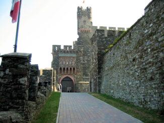 Burg Reichenstein, Rheinland-Pfalz; Aufgang zur Burg