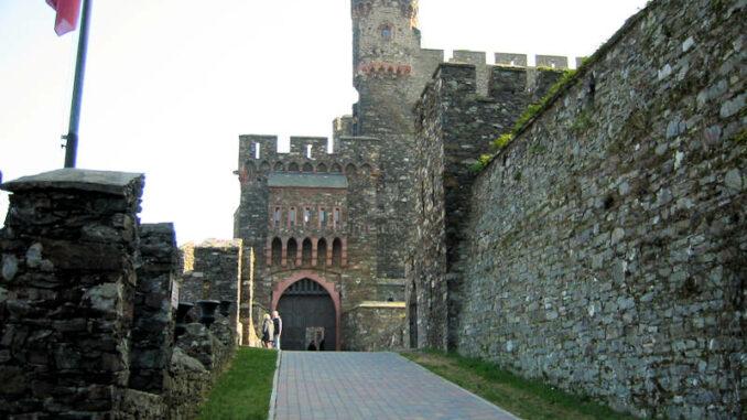 Burg-Reichenstein_0360_Eingang