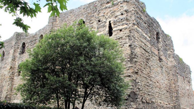 Canterbury-Castle_7516_Schildwall