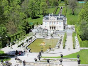 Schloss Linderhof (Bayern) - Blick auf das Schloss
