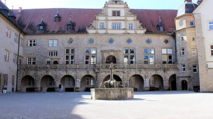 Schloss-Weikersheim_3551_Innenhof-frontal