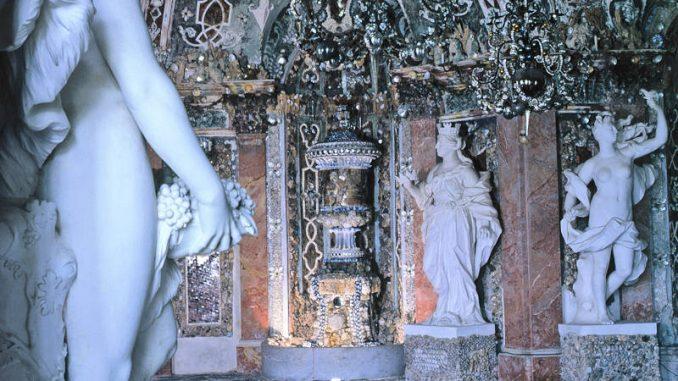 Schloss-Weissenstein_1539078974-Muschelgrotte