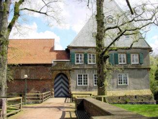 Burg Dinklage, Niedersachsen - Torhaus und Front
