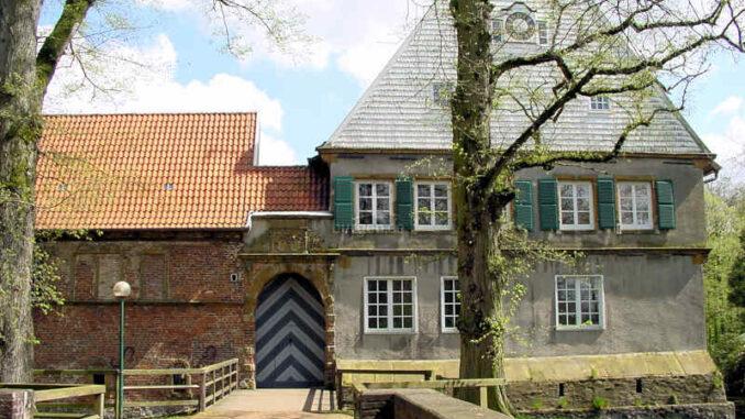 Burg-Dinklage_Eingangstor_0024