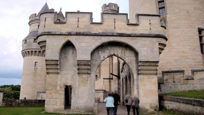 Chateau-Pierrefonds_2558_Torhaus