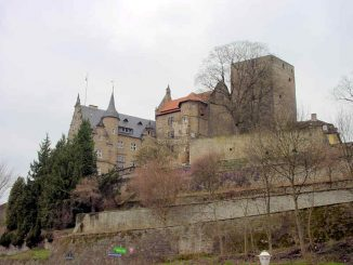 Schloss Adelebsen, Niedersachsen - Gesamtansicht vom Ort aus