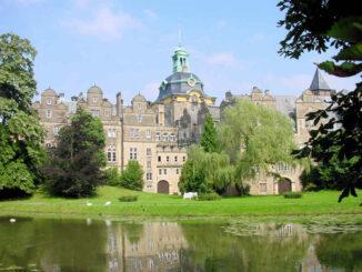Schloss Bückeburg, Niedersachsen - Ansicht aus dem Park
