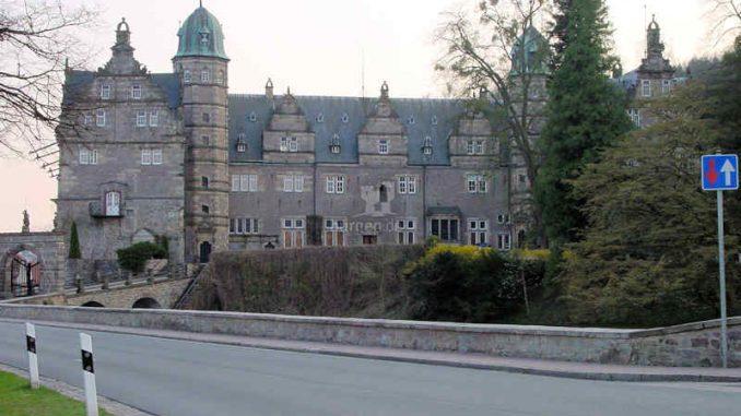 Schloss-Haemelschenburg_Strasse