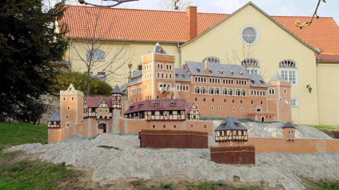 Burg-Anhalt_0078_Modell