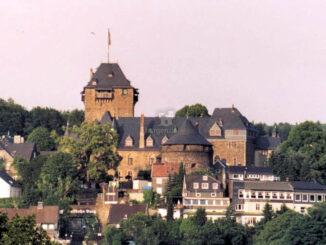 Schloss-Burg (Deutschland), eine der größten wiederhergestellten Burganlagen Westdeutschlands.