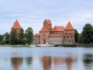 Inselburg Trakai, Litauen - Gesamtansicht über den See