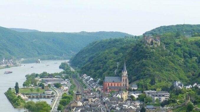 Schoenburg_Hoch-ueber-dem-Rhein_800_c-falco