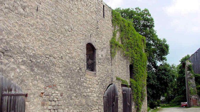 Burg-Hessen_Stallungen_0036