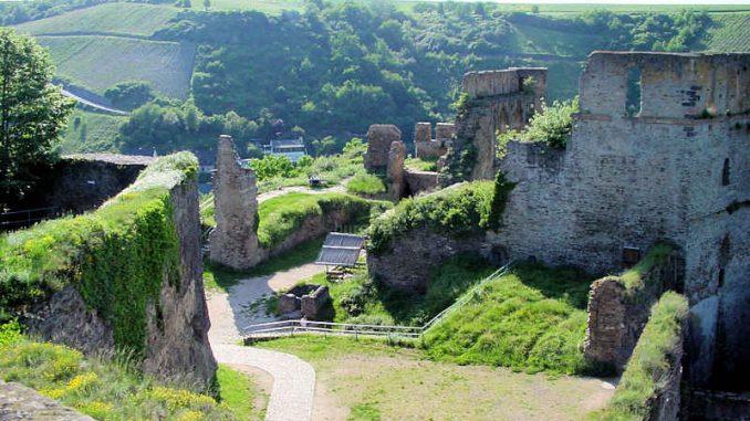 Burg-Rheinfels_Innenhof_0014