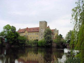 Schloss Flechtingen (Sachsen-Anhalt) - Palas und Bergfried