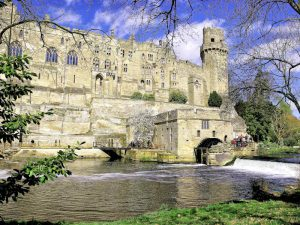 Warwick Castle, Warwickshire - Blick über den Fluss - (c) flickr/Photos by Clark