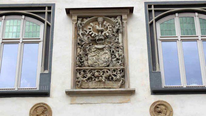 Schloss-Gifhorn_Wappen-Torturm_4029