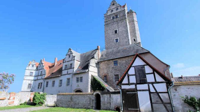 Schloss-Ploetzkau_Seitenansicht_3857