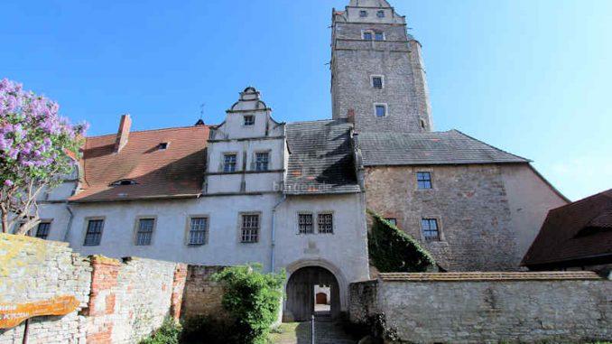 Schloss-Ploetzkau_Seitentor_3855